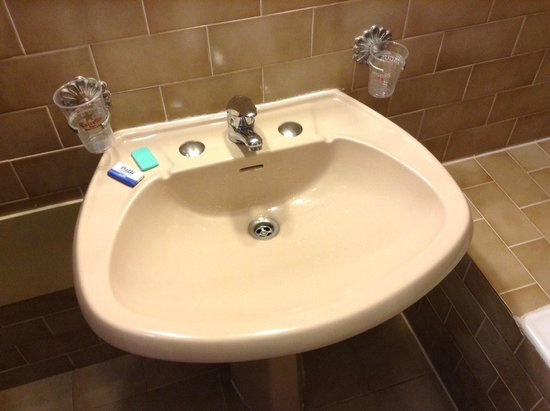 Torre Velha Hotel : ugly sink and soap
