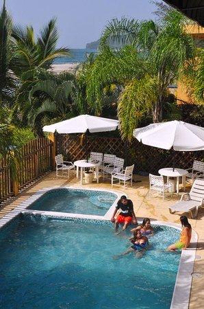 Hotel Capitan Beach: piscina y mar