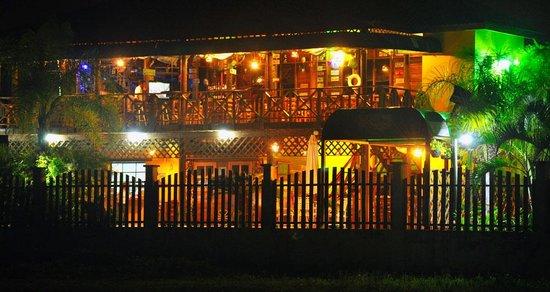 Hotel Capitan Beach: el restaurante desde la playa