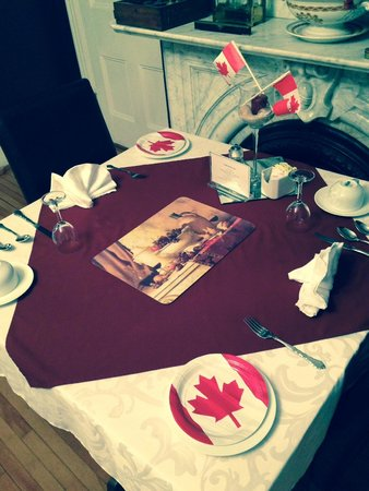 Shipwright Inn: Canada Day Decor set for breakfast