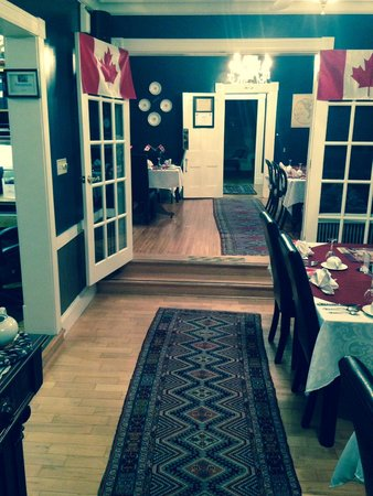 Shipwright Inn: Dining area with Canada Day decorations