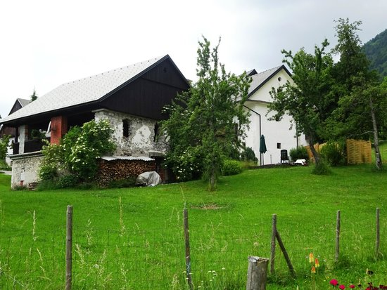 Pri Lenart Hotel : Barn (for afternoon tea and cake) and hotel