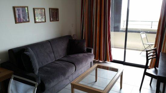 Eza Vista : Living Room with a sofa
