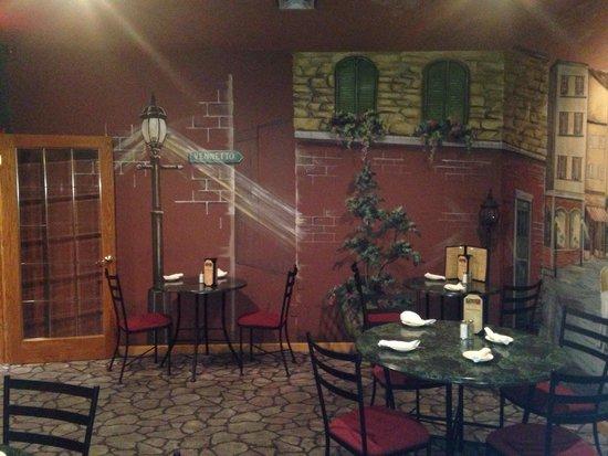 Piloni's Italian Restaurant: Inside