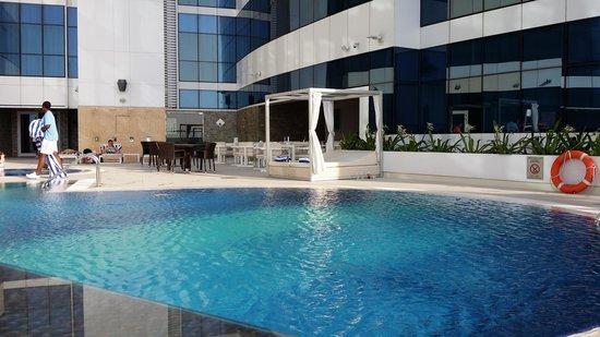 Novotel Dubai Al Barsha: Hotel pool.