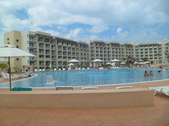 Hotel Melia Marina Varadero: Vista desde la piscina.