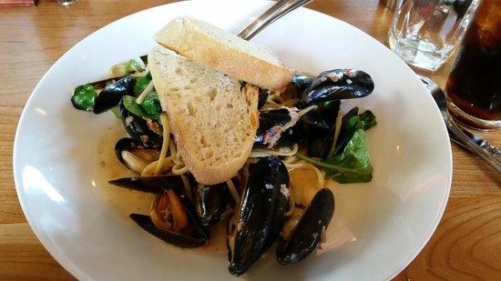 Front Street Grill : Mussels Rockefeller
