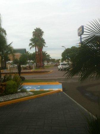 City Express Irapuato: View from City Express Drive, Irapuato Guanajuato