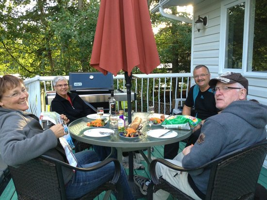 Arbor Bed and Breakfast : Enjoy Dinner on the Deck