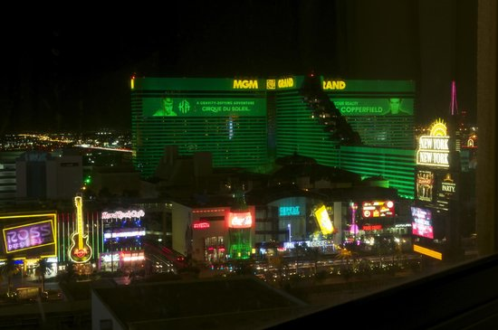 Monte Carlo Resort & Casino : Looking to the south on the strip