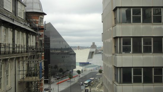 Days Inn Liverpool City Centre : A shot from my room looking at Pierre Head and Liverpool Museum