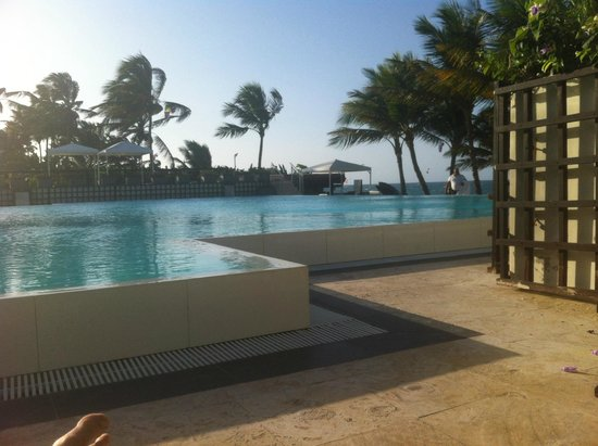 Millennium Resort & Spa : relaxing by the pool