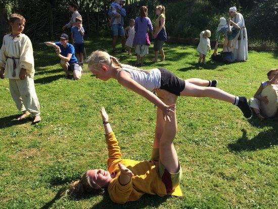 Bornholms Middelaldercenter: Publikum lærer gøgl af de optrædende børn