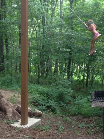 Timber Ridge Outpost & Cabins: Meadow loves this swing!