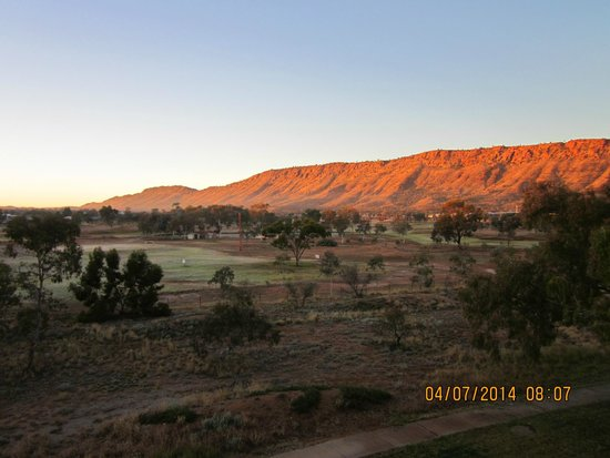 DoubleTree by Hilton Hotel Alice Springs: The most glorious view to start or end a day