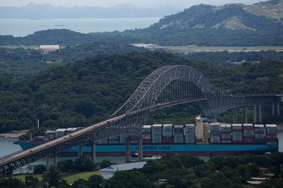 Cerro Ancón: Container ship crossing under the Bridge of the Americas, seen from Ancon Hill