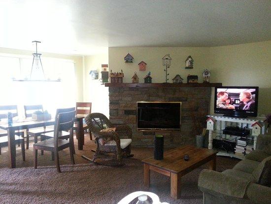 Terracehouse Condominiums : Main living area