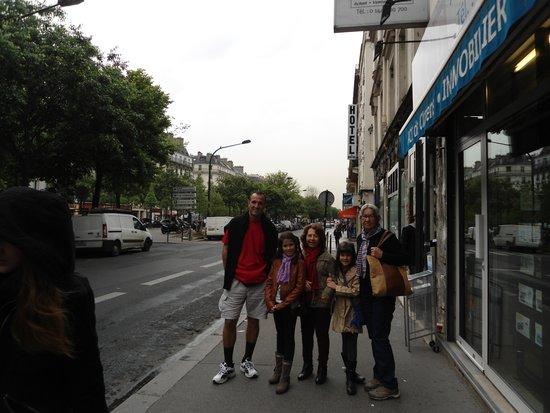 Hotel Darcet: Na rua próxima ao hotel