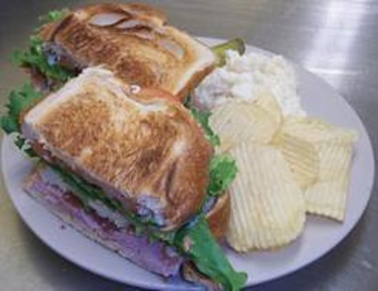 Over The Moon Cafe and Bakery: Fresh cut lunch meat daily.