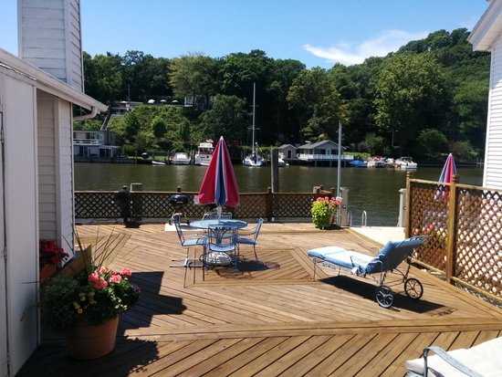 Bayside Inn : private deck for suite 10