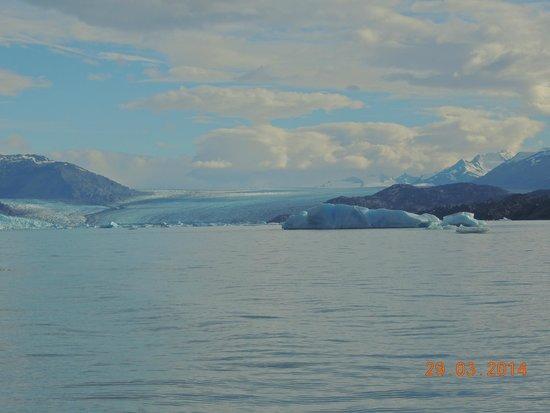 Estancia Cristina: Catamarán