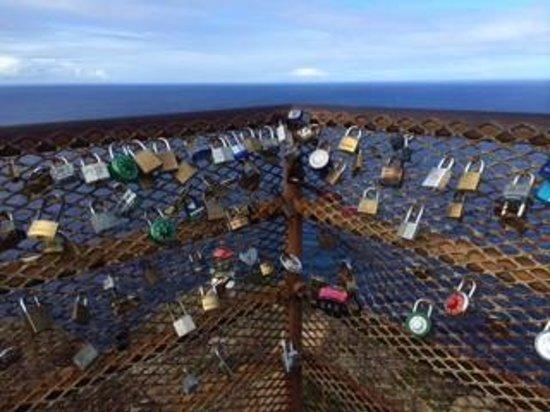 Makapuu Lighthouse Trail: 名前入りの鍵がたくさん