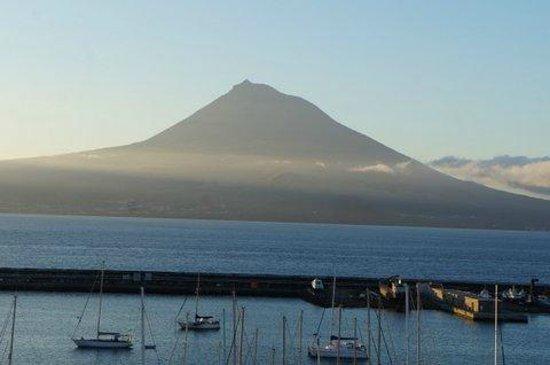 Azoris Faial Garden Resort Hotel : Zooming in on Pico.