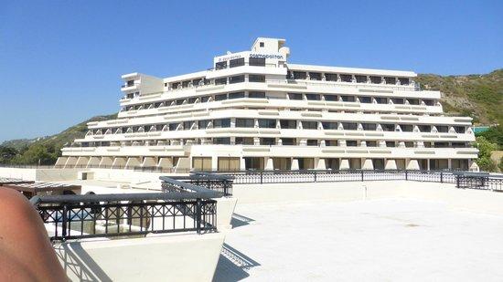 Smartline Cosmopolitan Hotel : hotel from opposite apartment block