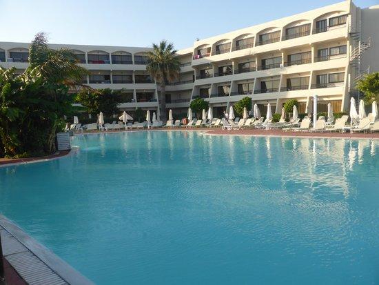 Smartline Cosmopolitan Hotel : pool no 1