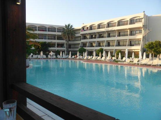 Smartline Cosmopolitan Hotel: pool