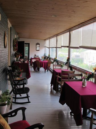 The Restaurant at the Golden Eagle Inn: Porch Dining