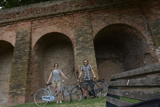 Le Stanze di Torcicoda: Riding along the Medieval walls with our Le Stanze bikes