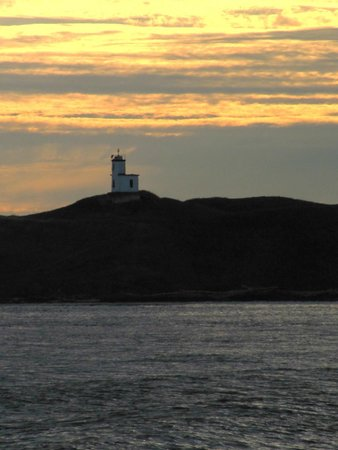 San Juan Safaris: Lighthouse at Cattle Point from the boat at sunset