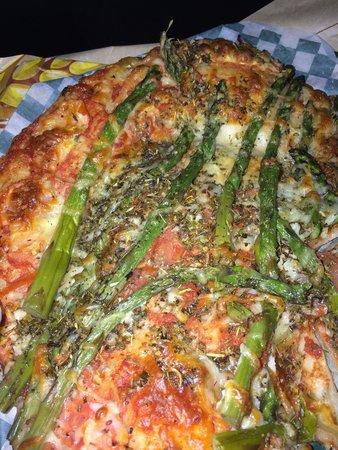 Le Croquembouche: Mediterranean Pizza