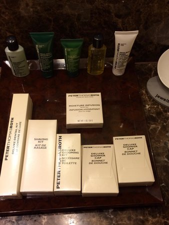 Hilton Singapore : Amenities-toiletries