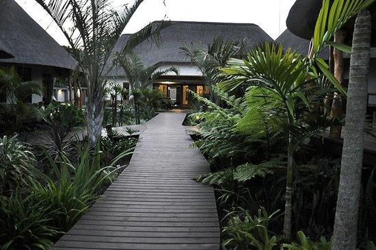 Lodge Afrique: Stroll thru the Afrique