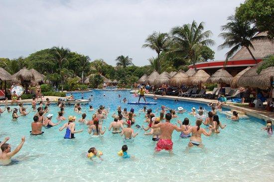 Iberostar Quetzal Playacar: Aqua gym at main pool