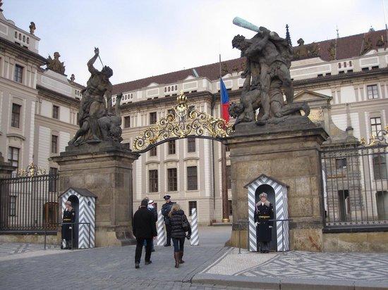 Château de Prague : 門番