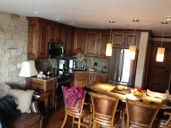 Landmark Condominiums: Nice kitchen