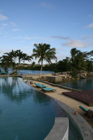 Koro Sun Resort and Rainforest Spa: Oceanfront pool