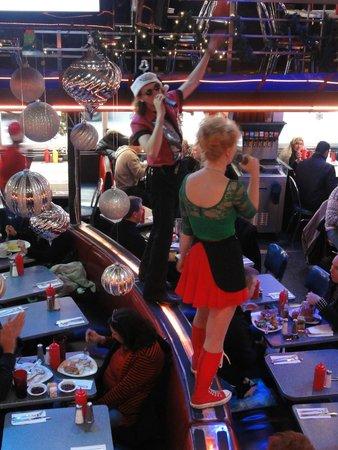 Ellen's Stardust Diner : artista