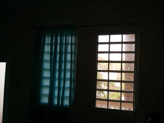 Suenos del Mar: Windows with no curtins