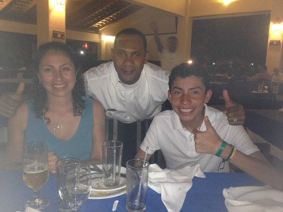 Tropical Princess Beach Resort & Spa : CON UN EXCELENTE AMIGO MESERO