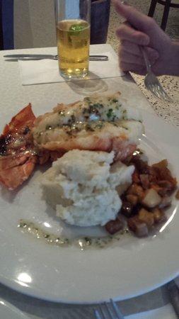Kasavista: Lobster tail with truffle mashed potatoes