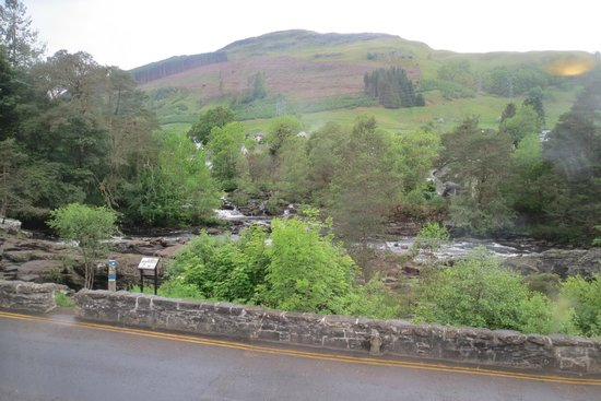 The Falls of Dochart Inn: the view of the falls from our room window