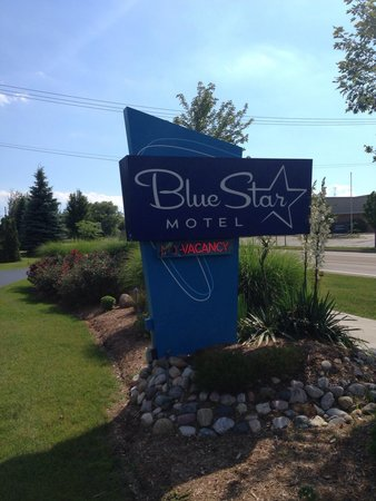 Blue Star Motel: Sign