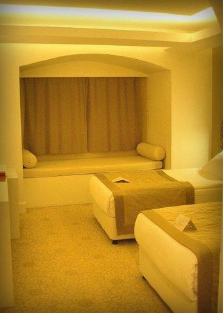 Avrasya Hotel: Habitación muy amplia