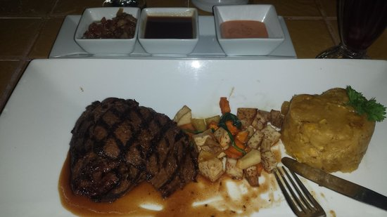 Calizo Restaurant: Skirt Steak with Root Veg and Mofongo sides