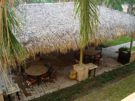 Studio 6 Mission: thatched roof BBQ area