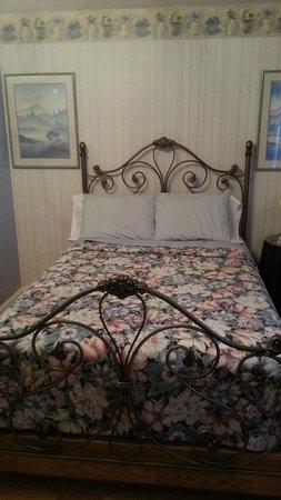Buona Sera Inn: comfy bed
